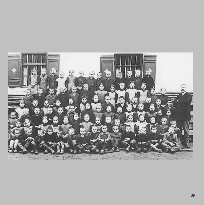 Schulklassen 1920/21 in Ottmaring