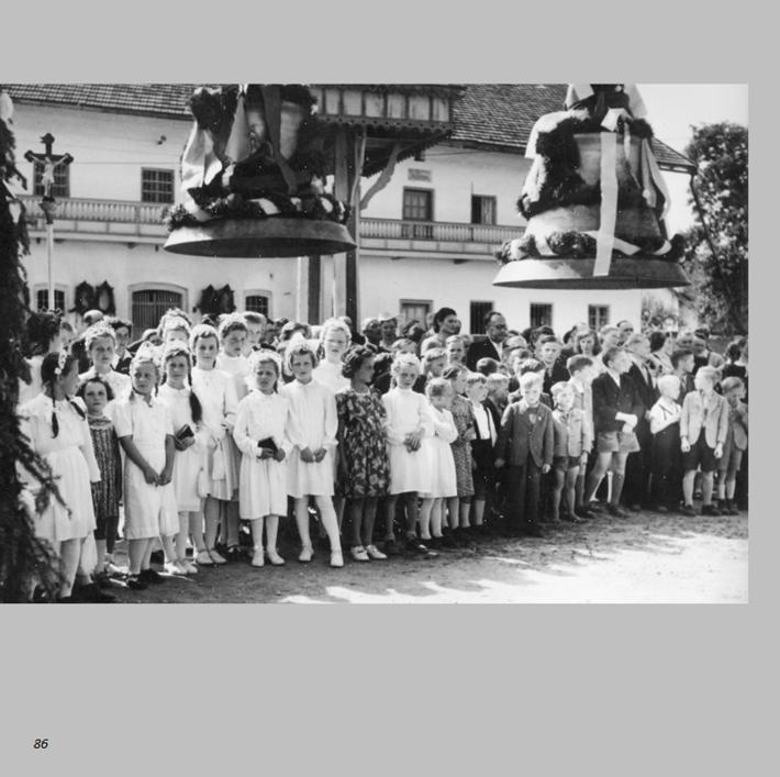 Glockenweihe im Kammerbauern-Hof in Ottmaring 1952