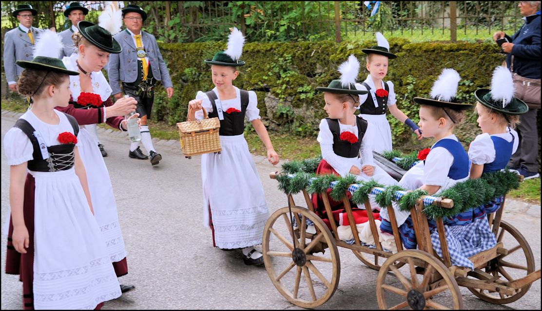 Madl-Gruppe beim Festzug des Loisachgaus in Baierbrunn 2018