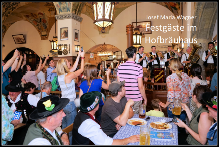 Festgäste und Personal im Hofbräuhaus