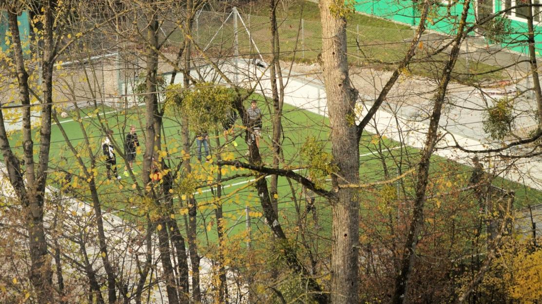 Schrei- Bolz- und Ballerlärm außerhalb der Schulzeiten