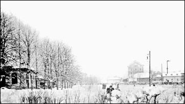 Eislaufplatz zwischen Gastwirtschaft Zum Tivoli, Eislaufplatz und Tivolimühle im Hintergrund 1895