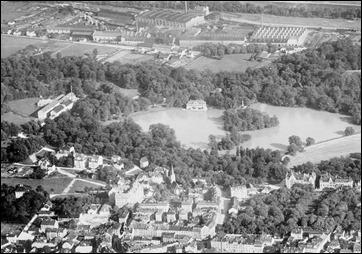 Luftaufnahme von Schwabing am See mit dem Hintergrund der Fabrik in der Hirschau aus dem Jahr 1910