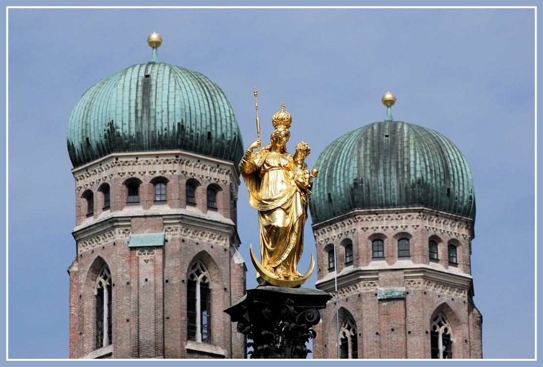 Patrona Bavariae vor den Türmen der Frauenkirche